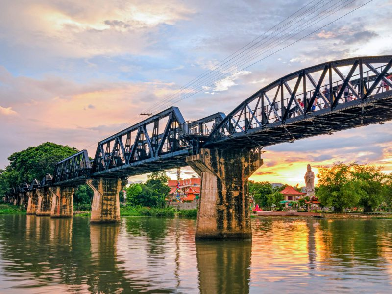 15.สะพานข้ามแม่น้ำแค-นอนแพริมแม่น้ำแคว